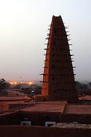 """Niger,Agadez,2007. The distinctive Sahel architecture of the """"Grand Mosquee"""" of Agadez at twilight. With the exception of modern antennas, minarets are the tallest structures in the city."""