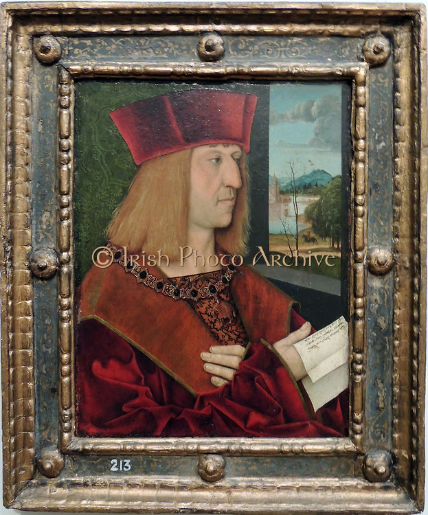 Portrait of Emperor Maximilian I 1508. Bernhard Strigel