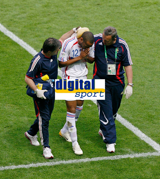 Photo: Glyn Thomas.<br />Italy v France. FIFA World Cup 2006 Final. 09/07/2006.<br /> France's Thierry Henry (C) receives treatment after a clash of heads.