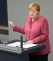 DEU, Deutschland, Germany, Berlin, 29.10.2020: Deutscher Bundestag, Bundeskanzlerin Dr. Angela Merkel (CDU) bei ihrer Regierungserklärung zur Bewältigung der COVID-19 Pandemie.