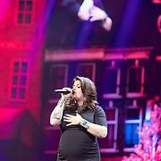 NLD/Amsterdam/20180414 - Holland Zingt Hazes 2018, zwangere Roxanne Hazes
