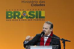O Governador do RS, Tarso Genro participa da cerimônia de inauguração do aeromóvel, que interliga a estação da Trensurb ao Aeroporto Salgado Filho, em Porto Alegre (RS), neste sábado. FOTO: Jefferson Bernardes/Preview.com