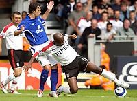 Photo: Daniel Hambury.<br /> Fulham v Everton. The Barclays Premiership.<br /> 27/08/2005.<br /> Fulham's Luis Boa Morte and Everton's Simon Davies compete for the ball.