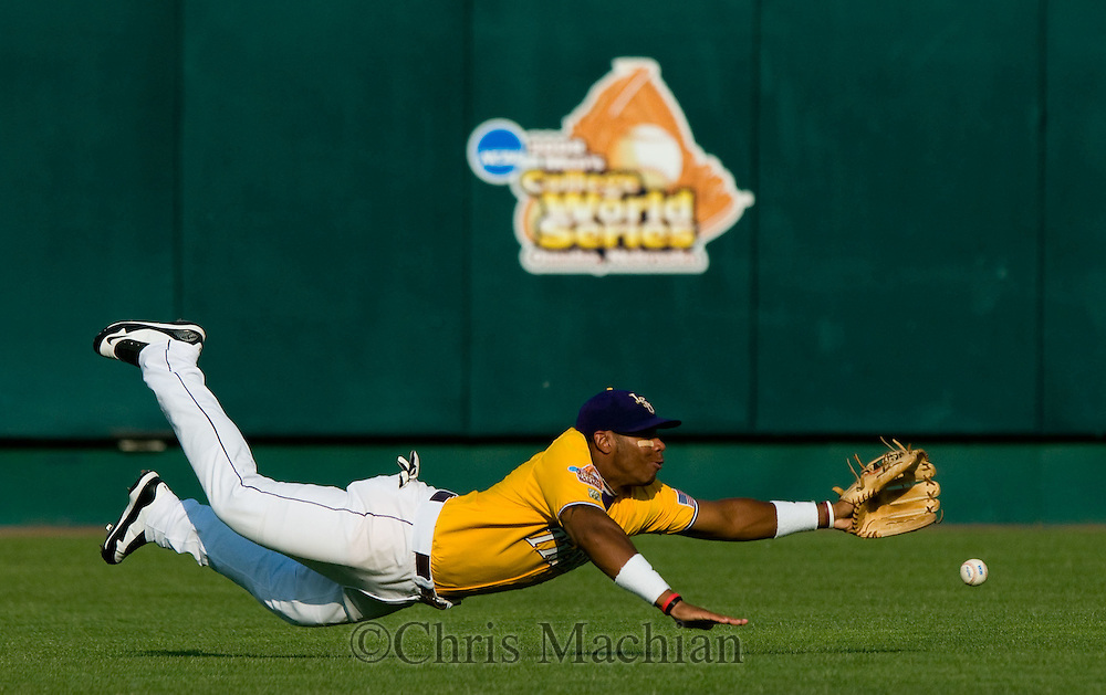 6/15/08 Omaha, NE LSU's Leon Landry can't quite come up with a line drive hit by North Carolina's Ryan Graepel in the second inning during the College World Series at Rosenblatt Stadium Sunday evening.<br /> Photo by Chris Machian