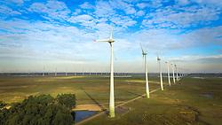 O Parque Eólico de Osório é composto por 75 torres de aerogeradores de 98 metros de altura e 810 toneladas de peso cada uma, podendo ser vistas da auto-estrada BR-290 (Free-Way) e RS-30. Tem uma capacidade instalada estimada em 150 MW (energia capaz de atender uma cidade de 700 mil habitantes), sendo a maior usina eólica da América Latina. FOTO: Jefferson Bernardes/ Agência Preview O Parque Eólico de Osório é composto por 75 torres de aerogeradores de 98 metros de altura e 810 toneladas de peso cada uma, podendo ser vistas da auto-estrada BR-290 (Free-Way) e RS-30. Tem uma capacidade instalada estimada em 150 MW (energia capaz de atender uma cidade de 700 mil habitantes), sendo a maior usina eólica da América Latina. FOTO: Jefferson Bernardes/ Agência Preview