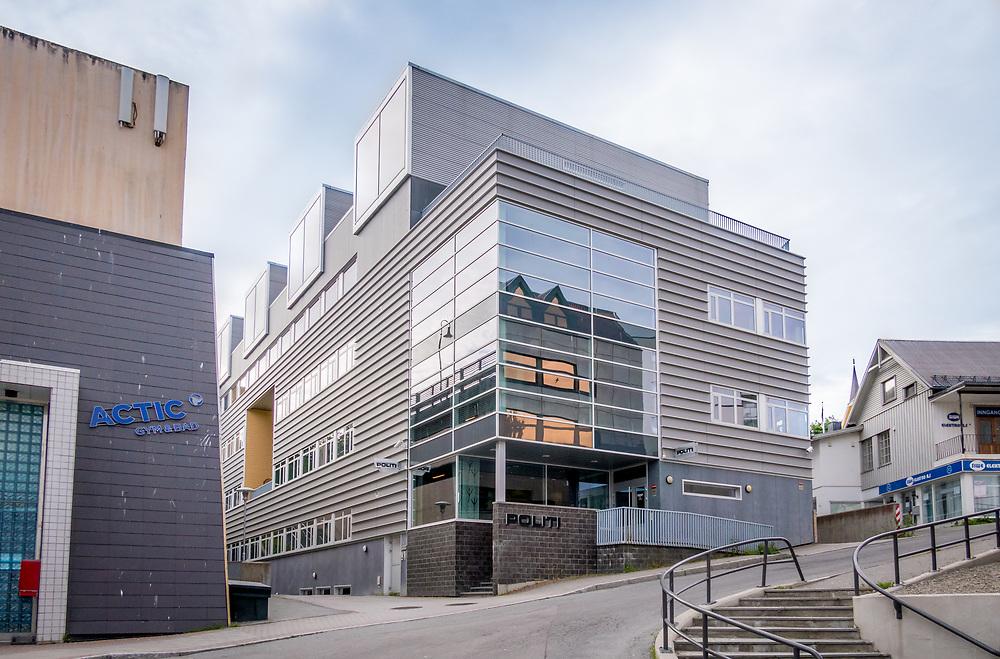 Harstad politistasjon ligger sentralt i Harstad sentrum, med adresse Øysteins gate 8. Rett ved ligger Grottebadet og tinghuset.