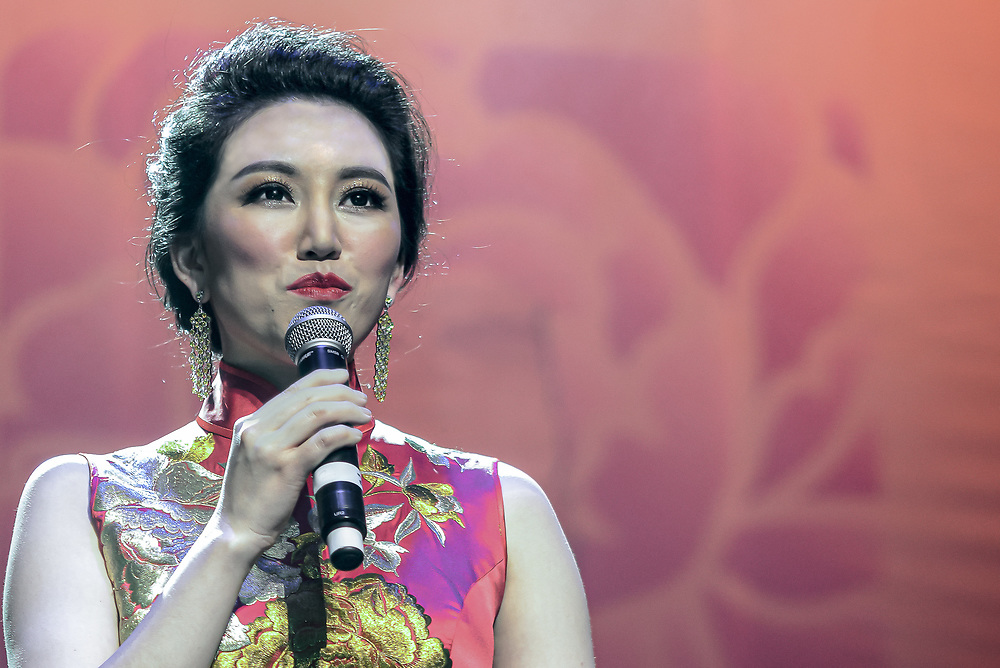 Chinese Singer at the Kings Theatre Portsmouth