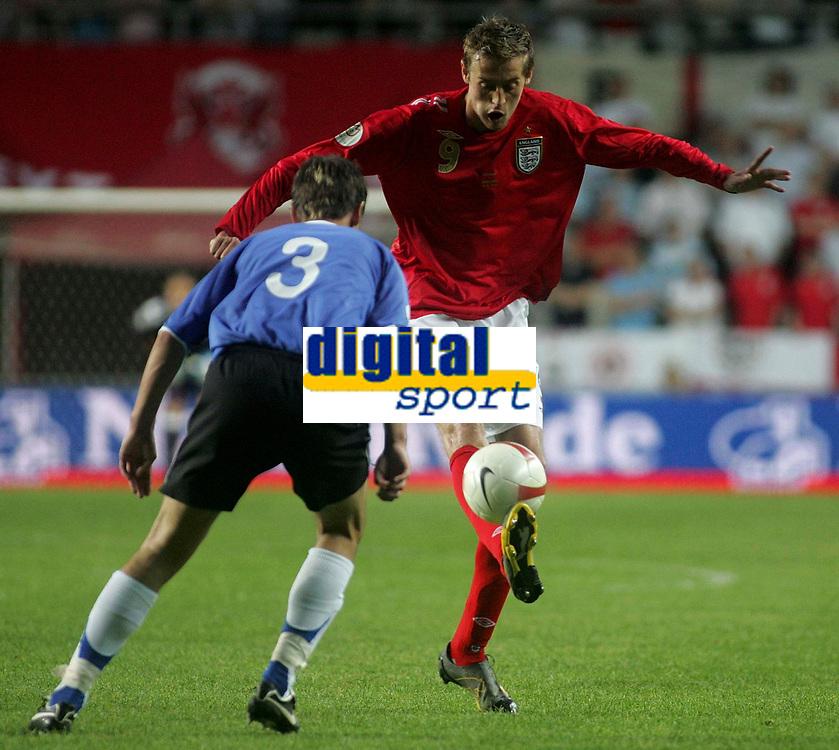 Photo: Paul Thomas.<br /> Estonia v England. UEFA European Championships Qualifying, Group E. 06/06/2007.<br /> <br /> Goal scorer Peter Crouch of England controls the ball.