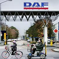 Nederland,Eindhoven ,24 oktober 2008..De entree van de DAF fabriek..De kridietcrisis heeft een economische weerslag op de omzetcijfers van DAF.Gevreesd wordt dat er vele gedwongen ontslagen zullen volgen onder de werknemers in de nabije toekomst .