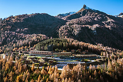 THEMENBILD – Hotel Gradonna Mountain Resort, Berge der Granatspitzgruppe Blauspitz (2575 m). Kals am Großglockner, Österreich am Montag, 12. November 2018 // Hotel Gradonna Mountain Resort, mountains of the Granatspitzgruppe from the left Blauspitz (2575 m). Monday, November 12, 2018 in Kals am Grossglockner, Austria. EXPA Pictures © 2018, PhotoCredit: EXPA/ Johann Groder