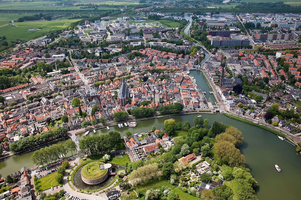Nederland, Noord-Holland, Weesp, 25-05-2010. Centrum van Weesp, overzicht met fort Ossenmarkt en rivier de Vecht.luchtfoto (toeslag), aerial photo (additional fee required).foto/photo Siebe Swart