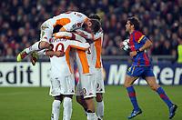 Fotball<br /> UEFA Champions League<br /> 03.11.2010<br /> Basel v Roma<br /> Foto: EQ Images/Digitalsport<br /> NORWAY ONLY<br /> <br /> Die Roemer jubeln ueber das Tor zum 2:0, Basels Benjamin Huggel mit dem Ball
