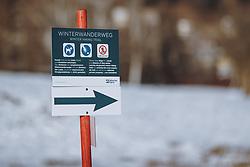 THEMENBILD - Hinweisschild Winterwanderweg, aufgenommen am 10. Januar 2021 in Zell am See, Oesterreich // Winter hiking trail sign in Zell am See, Austria on 2021/01/10. EXPA Pictures © 2021, PhotoCredit: EXPA/ JFK