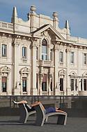 Ginnastica all'aperto vicino al porto di Genova. Gymnastics outdoors near the port of Genoa