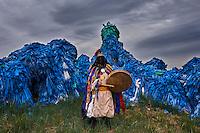 Mongolie, Province du Khovsgol, chaman près d'un ovoo sacré chamanique // Mongolia, Khentii province, a shaman near a sacred shamanic ovoo