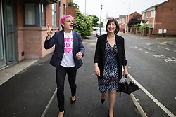 © Licensed to London News Pictures . 10/06/2016 . Manchester , UK . Comedian EDDIE IZZARD and Manchester Central MP LUCY POWELL , door knocking in Hulme , Manchester , in support of the Remain campaign , ahead of the UK's EU Referendum . Photo credit : Joel Goodman/LNP