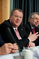 14 DEC 2010, BERLIN/GERMANY:<br /> Peter Heesen, dbb Bundesvorsitzender, Pressekonferenz zu den Forderungen zur Laender-Tarifrunde im öffentlichen Dienst 2011, Katholische Akademie<br /> IMAGE: 20101214-01-013