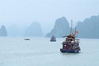 Vietnam. Baie de Halong. // Vietnam. Halong Bay.