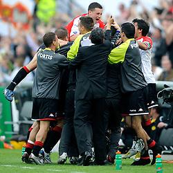27-04-2008 VOETBAL: KNVB BEKERFINALE FEYENOORD - RODA JC: ROTTERDAM <br /> Feyenoord wint de KNVB beker - Jonathan de Guzman scoort de 2-0 en wordt bejubeld / Denny Landzaat, Roy Makaay en Luigi Bruins<br /> ©2008-WWW.FOTOHOOGENDOORN.NL