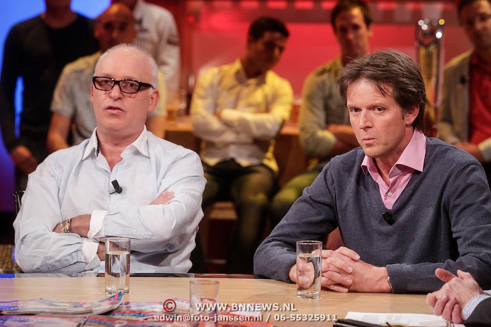 NLD/Hilversum/20120326 - Uitzending van RTL sportprogramma Voetbal international, Rene van der Gijp en Emile Schelvis