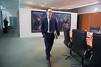 14 JAN 2014, BERLIN/GERMANY:<br /> Heiko Maas, SPD, bundesjustizminister, auf dem Weg zu seinem Platz, vor Beginn der Kabinettsitzung, Bundeskanzleramt<br /> IMAGE: 20150114-01-001<br /> KEYWORDS: Sitzung, Kabinett