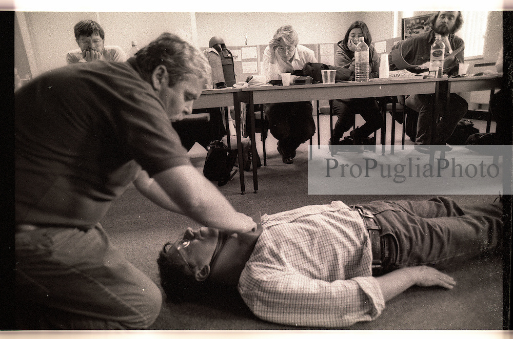 HEREFORD UK 1998 TRANING FOR  JOURNALISTS WORKING IN WAR ZONES AND HOSTILE ENVIROMENTS