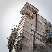 Decorazioni barocche sulle facciata del Palazzo Cosentini a Ragusa...Baroque decorations on facade of Cosentini Palace.