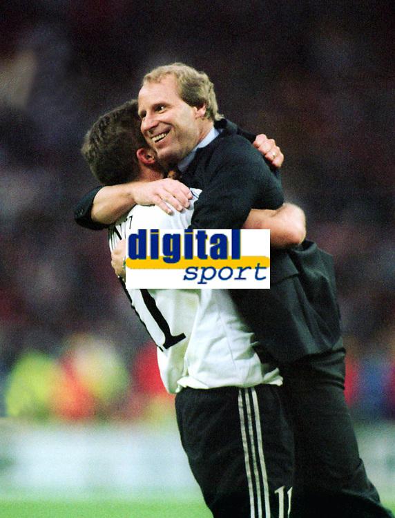 Fotball<br /> EM 1996<br /> Foto: Witters/Digitalsport<br /> NORWAY ONLY<br /> <br /> Tsjekkia v Tyskland 1: 2  g.G.<br /> v.l.: Stefan KUNTZ Jubel - Berti VOGTS Trainer