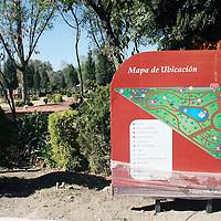 """METEPEC, México.- El parque """"Árbol de la Vida"""", en Metepec, fue remodelado por las autoridades municipales y cuenta con áreas de juegos infantiles, de ejercitación, pista para corres y caminar y zona de convivencia familiar. Agencia MVT / José Hernández. (DIGITAL)"""
