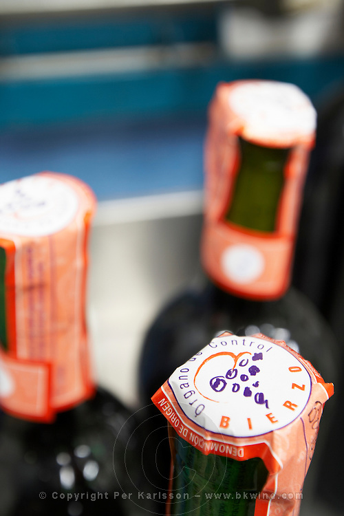 bottle neck with control seal Bodega Agribergidum, DO Bierzo, Pieros-Cacabelos spain castile and leon