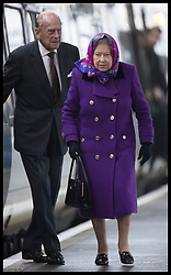 December 21, 2017 - Kings Lynn, United Kingdom - Image  licensed to i-Images Picture Agency. 21/12/2017. Kings Lynn , United Kingdom. The Queen and the Duke of Edinburgh arriving at Kings Lynn train station in Norfolk, United Kingdom, for the start of their traditional Christmas holiday at Sandringham. for Christmas holidays. (Credit Image: © Stephen Lock/i-Images via ZUMA Press)
