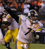 Pittsburgh quarterback Ben Roethlisberger points to the sky after shoveling off a 4-yard touchdown pass yesterday in the fourth quarter to complete the Steelers' come-from-behind win.