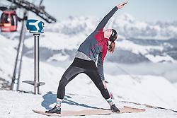 09.11.2019, Kaprun, AUT, WOW Glacier Love Festival, im Bild Techno-Yoga im Schnee am Kitzsteinhorn, aufgenommen am 10. November 2019, Kaprun, Österreich // Techno-Yoga at the Kitzsteinhorn during the WOW Glacier Love Winter Opening Festival in Kaprun on 2019/11/10, Kaprun, Austria. EXPA Pictures © 2019, PhotoCredit: EXPA/ Stefanie Oberhauser