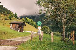 """THEMENBILD - ein Heustadl steht auf einer Almwiese. Die Berge sind Wolken verhangen. Eine geschotterte Forststrasse der österreichischen Bundesforste AG ist mit dem Fahrverbot gekennzeichnet. Fahrverbot gilt auch für Radfahrer. Darunter ist ein Schild """"Hund an die Lein!"""" befestigt, aufgenommen am 29. September 2019, Piesendorf, Österreich // a hay bar stands on an alpine meadow. The mountains are covered with clouds. A gravel forest road of the Austrian Bundesforste AG is marked with a driving ban. Cyclists are also banned. Underneath there is a sign """"Dog on the leash! on 2019/09/29, Piesendorf, Austria. EXPA Pictures © 2019, PhotoCredit: EXPA/ Stefanie Oberhauser"""