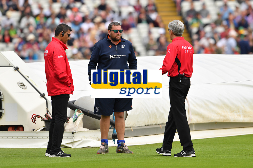 Cricket - 2019 ICC Cricket World Cup - Group Stage: New Zealand vs. South Africa<br /> <br /> Umpire Nigel Llong (right) in discussion with the groundstaff, at Edgbaston, Birmingham.<br /> <br /> COLORSPORT/ASHLEY WESTERN