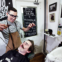 Nederland, Amsterdam , 1 november 2013.<br /> Cut Throat Barber and Coffee<br /> Iedereen die meedoet met Movember moet kaalgeschoren aan de maand beginnen. Bij deze winkel krijgen alle mannen<br /> dus een scheerbeurt.<br /> Foto:Jean-Pierre Jans
