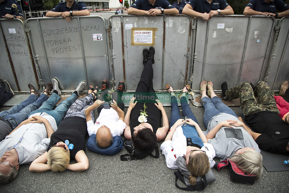 July 20, 2017 - Warsaw, Poland - Protesters lay under barriers near polish parliament building during protest against changes in the way of electing judges to Supreme Court in Warsaw on July 20, 2017. (Credit Image: © Maciej Luczniewski/NurPhoto via ZUMA Press)