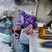 Nederland, Maastricht, 7 februari 2016.<br /> Carnaval in Maastricht.<br /> Zuid Nederland, Brabant en Limburg staan deze 3 dagen in het teken van Carnaval.<br /> Op de foto: Kastelijns moeten dit jaar bier tappen in plastic bekers.<br /> <br /> <br /> <br /> Foto: Jean-Pierre Jans