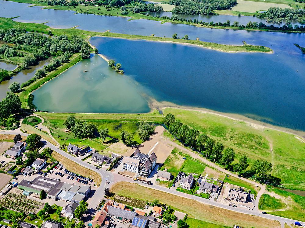 Nederland, Gelderland, Gemeente Neder-Betuwe.; 27-05-2020; Nederrijn bij Opheusden, Rijnbandijk (winterdijk). Na het hoogwater van 1995 is de dijk versterkt en verbeterd. Er zijn huizen gebouwd in het winterbed.<br /> Lower Rhine near Opheusden, Rijnbandijk (winter dyke). After the high water in 1995, the dyke was strengthened and improved. In the background nature and recreation area Maneswaard.<br /> <br /> luchtfoto (toeslag op standard tarieven);<br /> aerial photo (additional fee required)<br /> copyright © 2020 foto/photo Siebe Swart