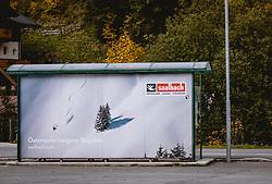 THEMENBILD - Plakat an einer Bushaltestelle der Region Saalbach Hinterglemm Leogang Fieberbrunn, aufgenommen am 10. Oktober 2019, Hinterglemm, Österreich // Poster at a bus stop of the region Saalbach Hinterglemm Leogang Fieberbrunn on 2019/10/10, Hinterglemm, Austria. EXPA Pictures © 2019, PhotoCredit: EXPA/ Stefanie Oberhauser