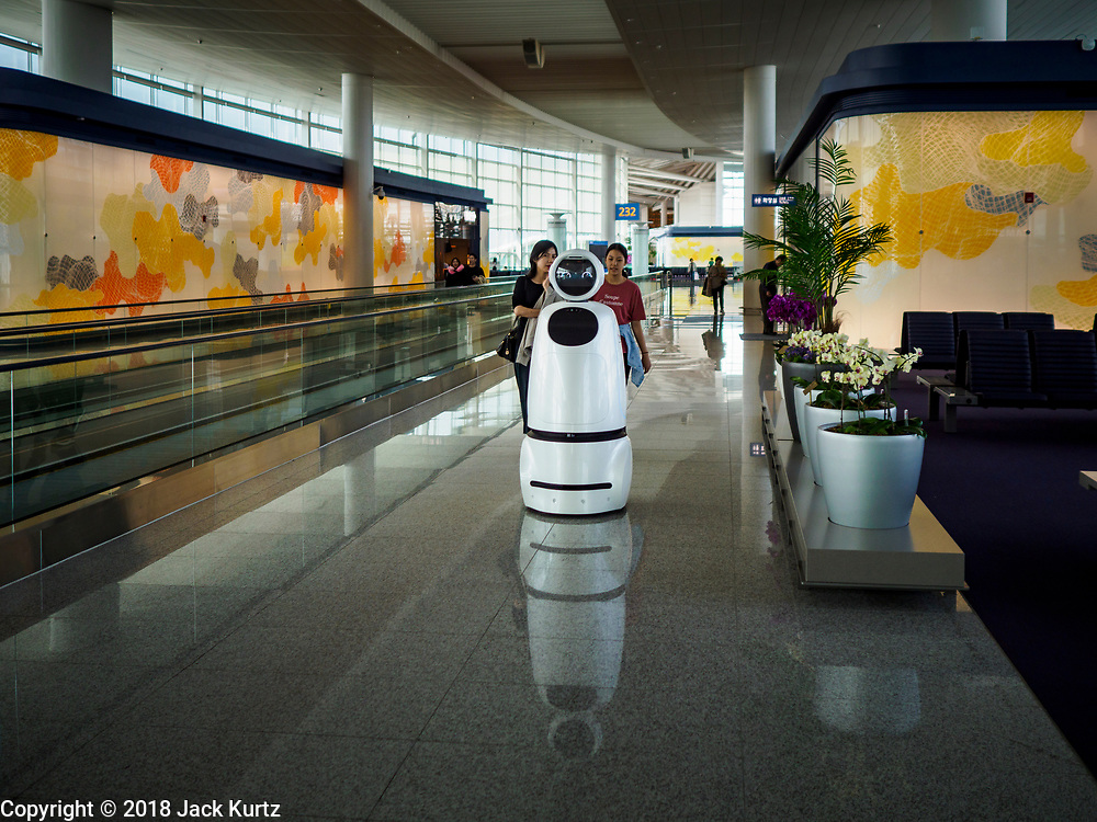 15 OCTOBER 2018 - INCHEON, SOUTH KOREA: A robot, designed and built by South Korean electronics conglomerate LG, helps travelers navigate Incheon International Airport near Seoul. The robots understand and speak four languages; Korean, English, Japanese and Chinese, and were introduced before the South Korean 2018 Winter Olympics.   PHOTO BY JACK KURTZ