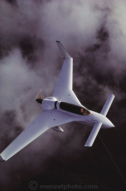 Rutan Long E Z, Mojave, California. The Rutan Model 61 Long-EZ is a homebuilt aircraft with a canard layout designed by Burt Rutan's Rutan Aircraft Factory. It is derived from the VariEze, which was first offered to home-built aircraft enthusiasts in 1976. The prototype N79RA) of the Long-EZ first flew on 12 June 1979.