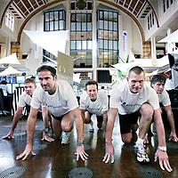 Nederland,Amsterdam ,9 oktober 2008..Siem Pols (2e rechts) en het team van Euronext is klaar om de Amsterdam Marathon lopen voor het goede doel.