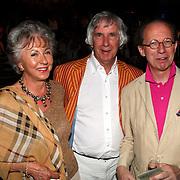 NLD/Amsterdam/20070803 - Modeshow najaar 2007 Erny van Reijmersdal, Lia Kraan en partner Jan Verschoor, directeur van het Jan van der Togt museum, Frans Hoogendoorn