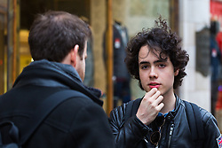 Spanish Student Iu Gran De Tena, 19, right, talks with Bild journalist Philip Fabian about Brexit on The Strand, Charing Cross, in London. London, January 16 2019.
