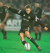 Gloucester, Gloucestershire, UK., 23rd December 2000,  Kingsholm Stadium, Zurich Premiership Rugby, Gloucester Rugby vs Newcastle Falcon, <br /> <br /> Newcastle's Jonny Wilkinson, kicking a penalty,<br /> <br /> [Mandatory Credit: Peter Spurrier/Intersport Images],