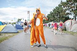 28.07.2016, Schwarzlsee, Unterpremstätten bei Graz, AUT, Lake Festival, im Bild Besucher am Campingplatz // Visitors at the campsite during the Lake Festival at the Schwarzl Lake, Unterpremstaetten at Graz, Austria on 2016/07/28, EXPA Pictures © 2016, PhotoCredit: EXPA/ Erwin Scheriau