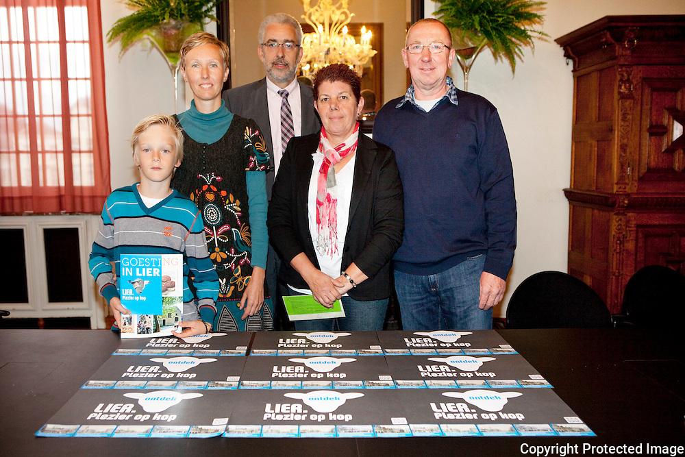 366246-winnaars cycling dinner -Ilse Bogers, Arne Min, Guido Van Den Bogaert, Diana Hendrickx en August Van Den Mast-Stadhuis Lier