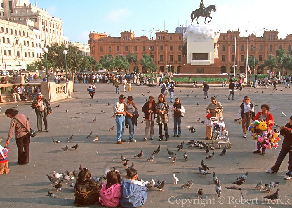 PERU, LIMA, CENTRAL CITY Plaza San Martin and activity