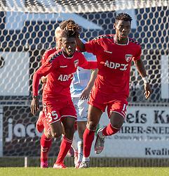 Målscorer Henry Onuorah (FC Fredericia) jubler med Raphael Onyedika Nwadike efter reduceringen til 1-2 under kampen i 1. Division mellem FC Fredericia og FC Helsingør den 4. oktober 2020 på Monjasa Park i Fredericia (Foto: Claus Birch).